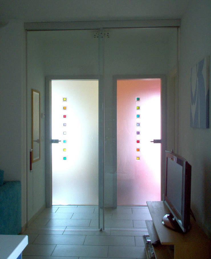 interno LD: Ingresso & Corridoio in stile  di libera.design