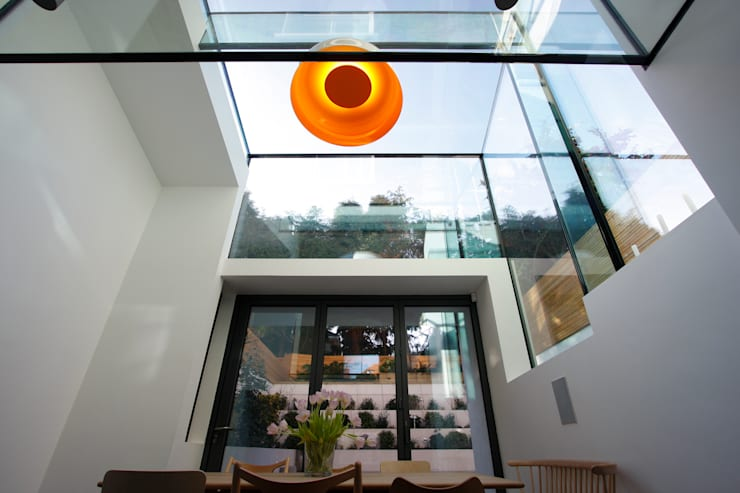Highgate West Hill:  Dining room by IQ Glass UK