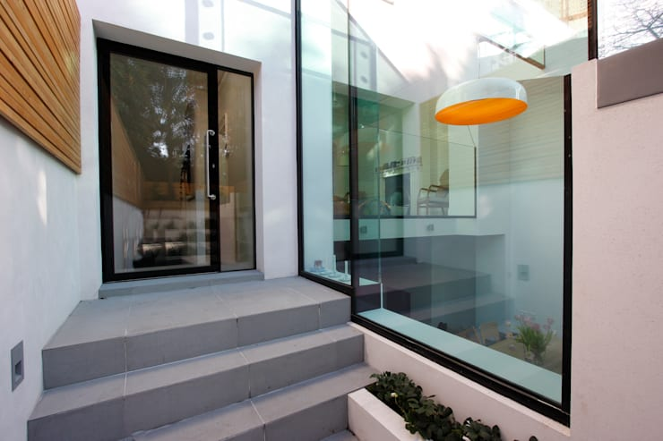Highgate West Hill: modern Dining room by IQ Glass UK