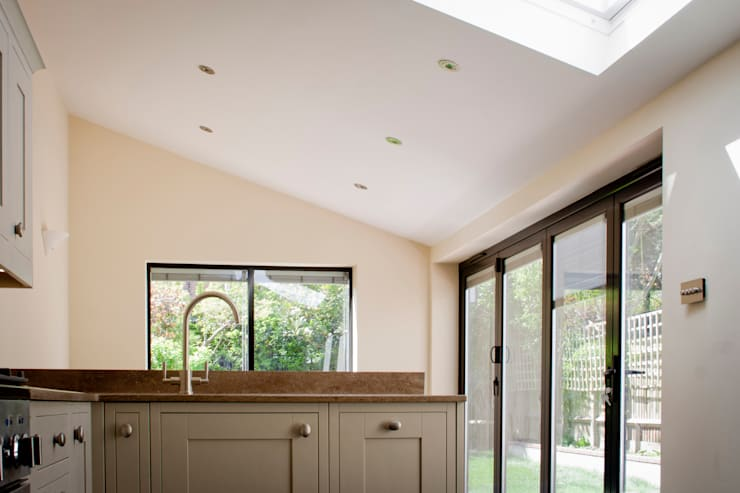 Victorian House Extension by RS Architects:  Kitchen by RS Architects
