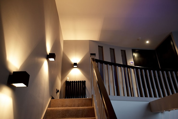 Sumptuous duplex apartment:  Corridor & hallway by Asco Lights