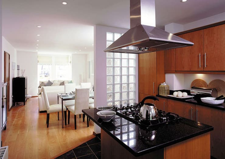 Verona Court, Chiswick, London:  Kitchen by 4D Studio Architects and Interior Designers