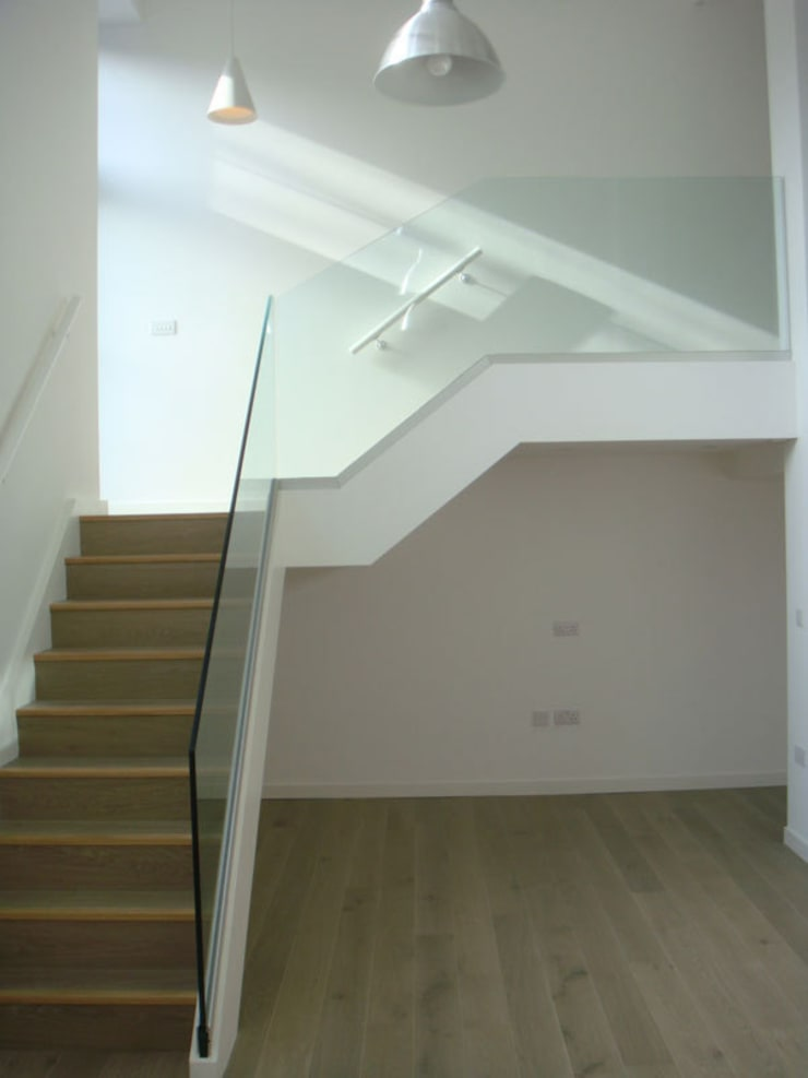 House in Clerkenwell, London:  Corridor & hallway by 4D Studio Architects and Interior Designers