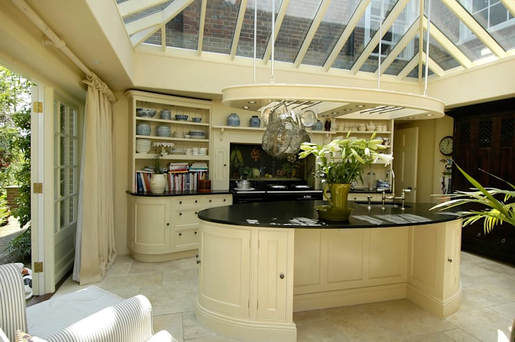 The Oval :  Kitchen by Fine Fitted Interiors