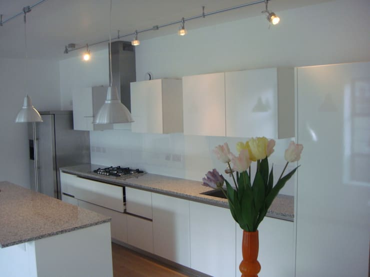 House in Clerkenwell, London:  Kitchen by 4D Studio Architects and Interior Designers
