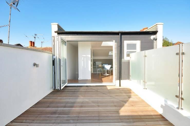 Lindrop Road - Roof Terrace:  Terrace by Amorphous Design Ltd