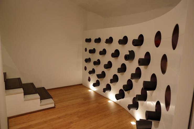 Ryoga_parete portamaterassini: Sedi per eventi in stile  di laboratorio di architettura - gianfranco mangiarotti