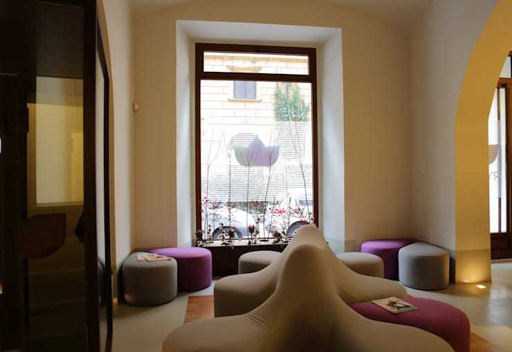 Ryoga_divano Marga design esclusivo: Sedi per eventi in stile  di laboratorio di architettura - gianfranco mangiarotti