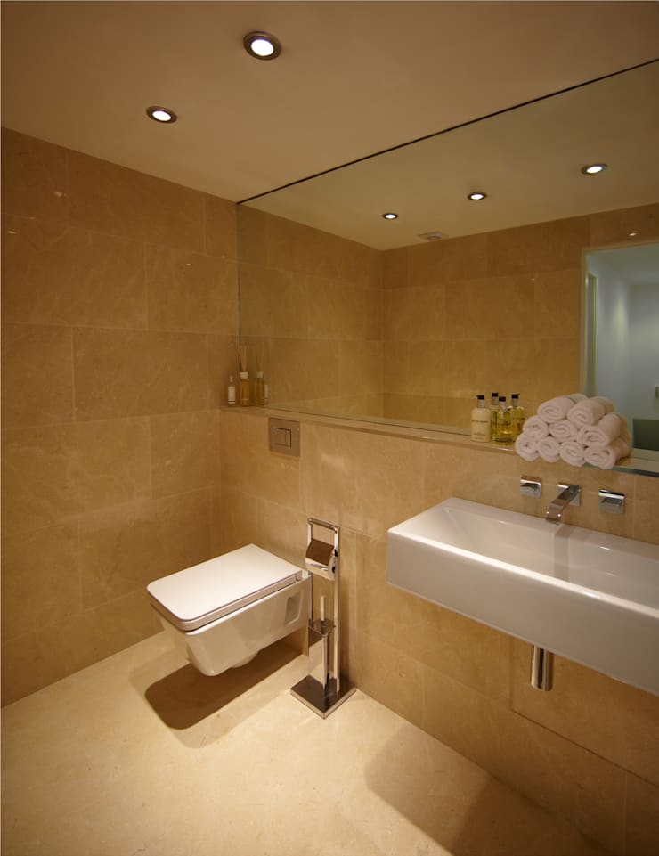 Par Royal Studios - Bath Room:  Bathroom by Amorphous Design Ltd