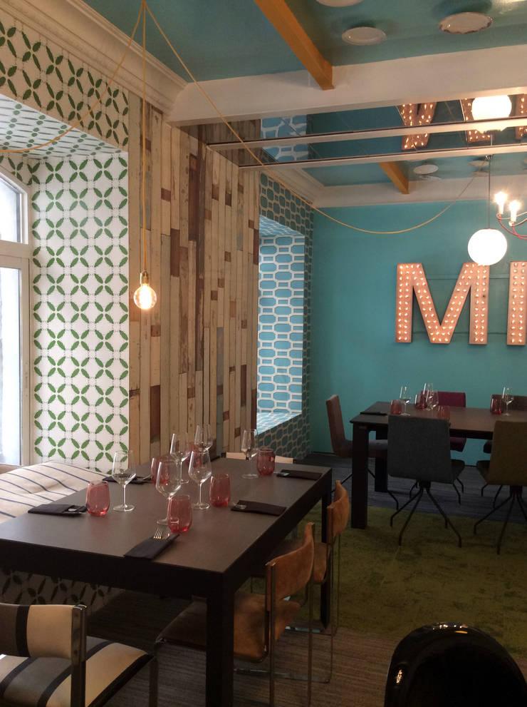 Zona de restaurante: Comedores de estilo  de Anticuable.com