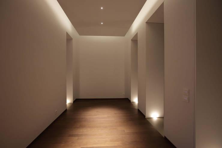 Casa MB_sala da pranzo: Ingresso & Corridoio in stile  di laboratorio di architettura - gianfranco mangiarotti