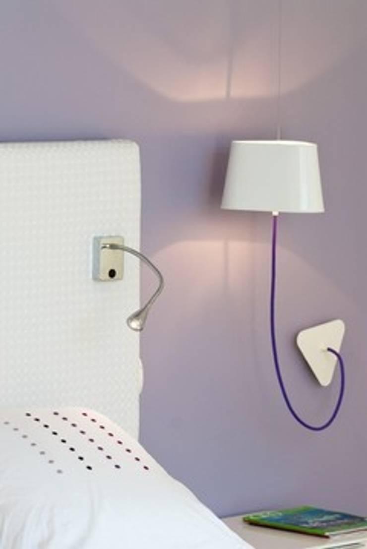Villa contemporaine <q>esprit loft</q> : Chambre de style  par Interieurs Autrement