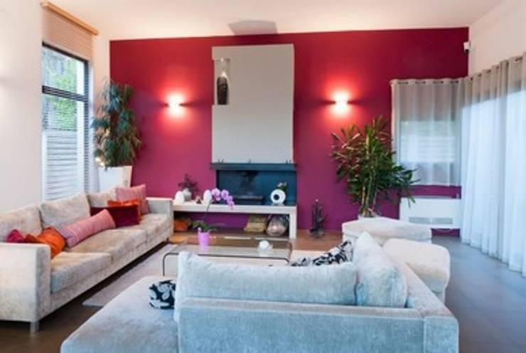 """Villa contemporaine """"esprit loft"""" : Salon de style  par Interieurs Autrement"""