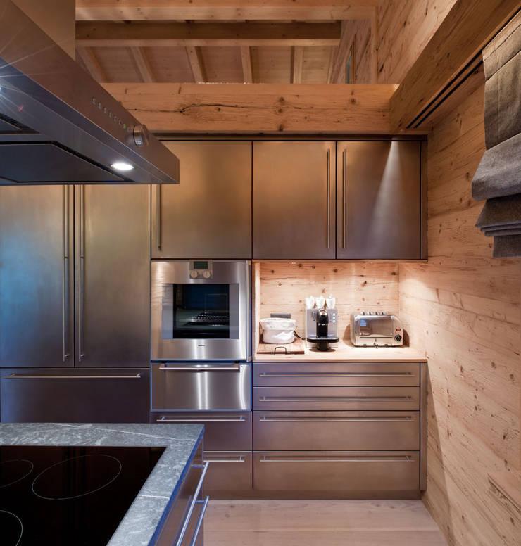 Chalet Gstaad:  Kitchen by Ardesia Design
