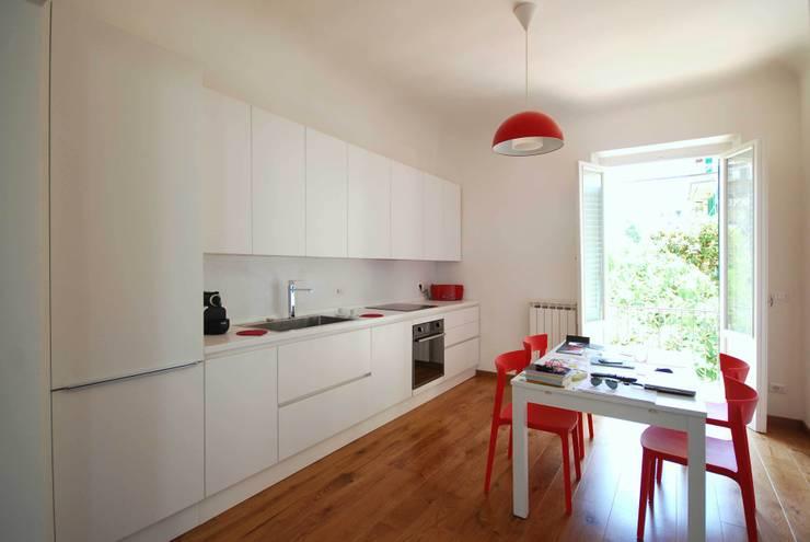Casa LP: Sala da pranzo in stile  di Arch. Alessandro Interlando