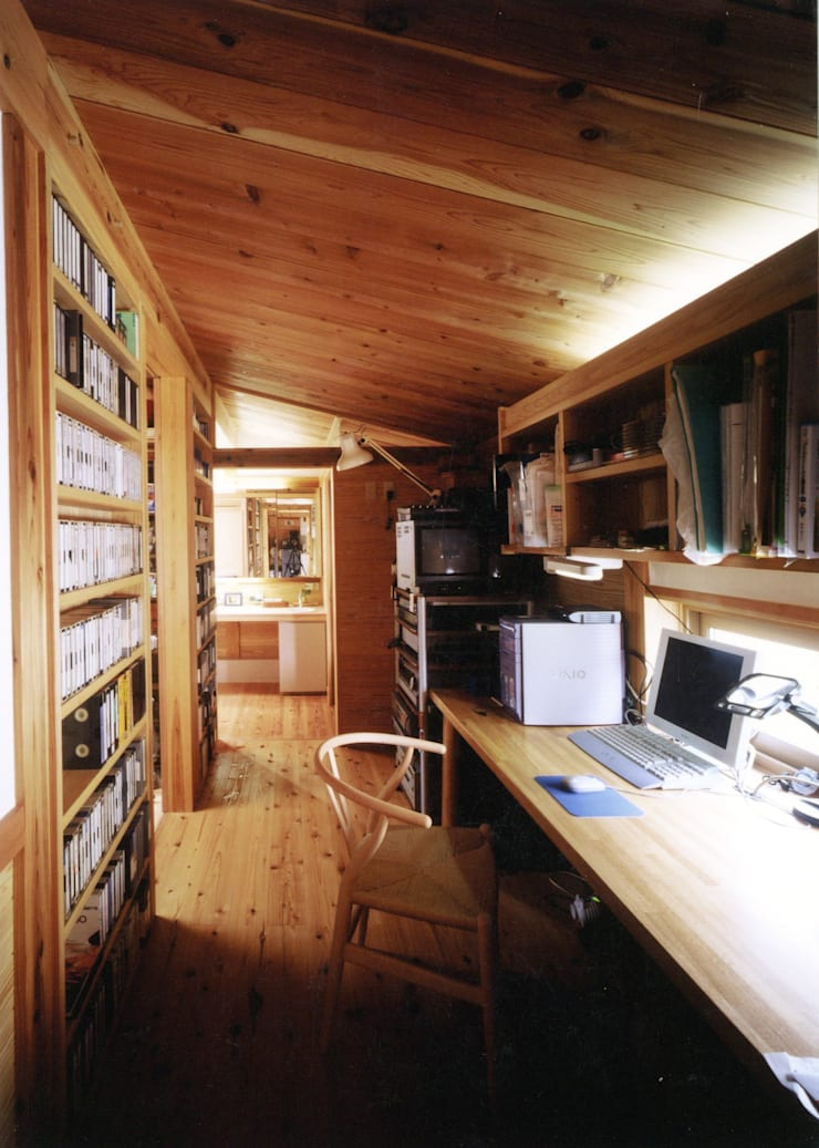 Escritórios e Espaços de trabalho  por T設計室一級建築士事務所/tsekkei