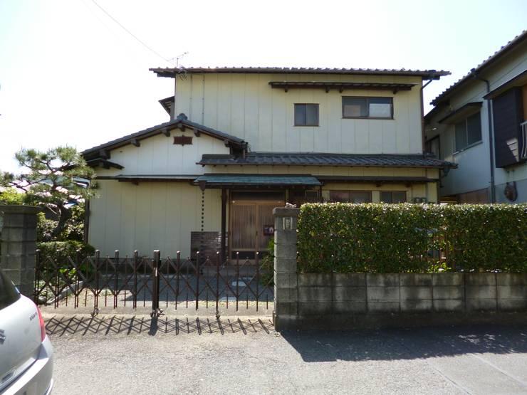 焼き杉と墨入り漆喰と鉄人28号の棟飾りでリノベイト: T設計室一級建築士事務所/tsekkeiが手掛けたです。