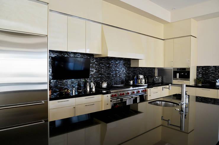 Nightingale Decor, Hollywood Hills CA. 2014: Cocinas de estilo  por Erika Winters® Design