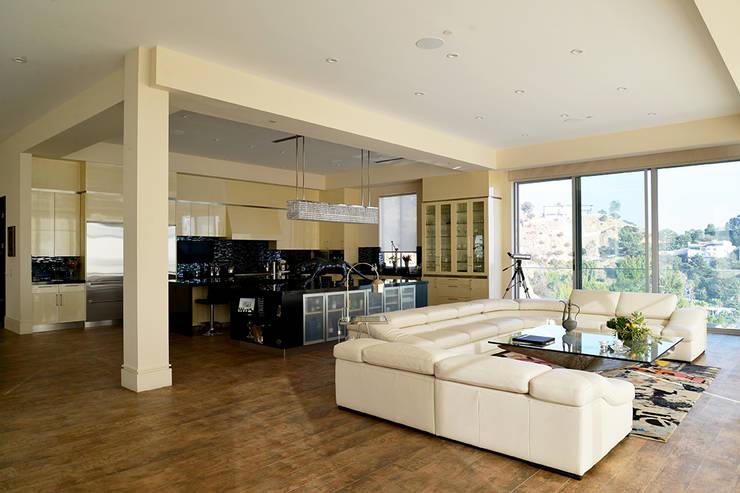 Nightingale Decor, Hollywood Hills CA. 2014: Salas de estilo  por Erika Winters® Design