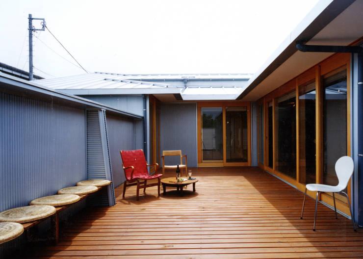 中庭の家 モダンな庭 の T設計室一級建築士事務所/tsekkei モダン