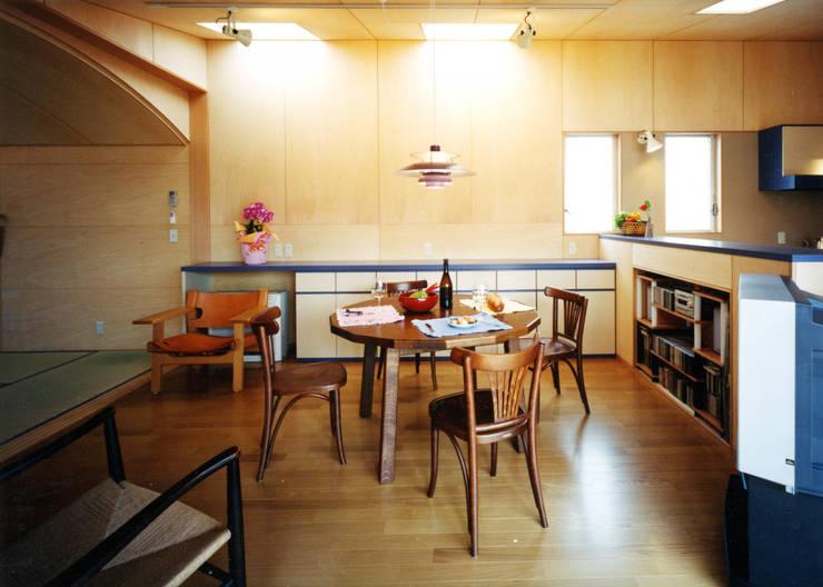 中庭の家: T設計室一級建築士事務所/tsekkeiが手掛けた和室です。