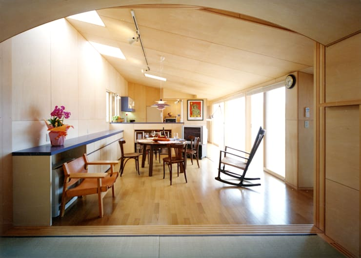 中庭の家 モダンデザインの 多目的室 の T設計室一級建築士事務所/tsekkei モダン