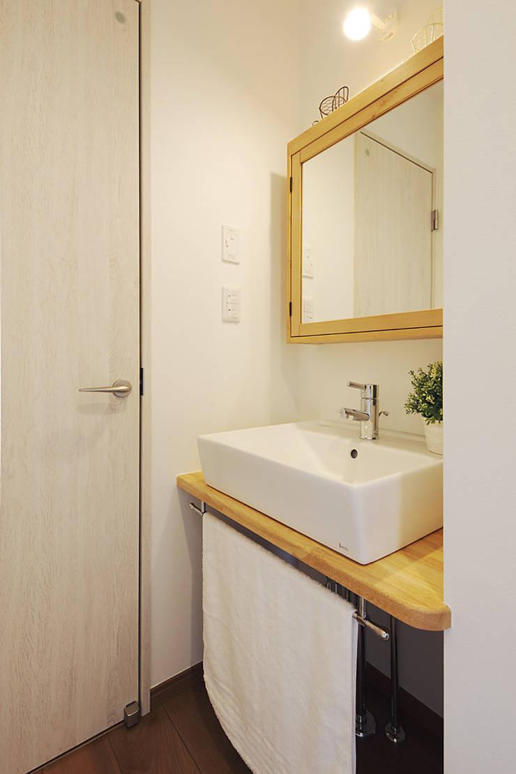 もっとのいえ: 有限会社タクト設計事務所が手掛けた浴室です。