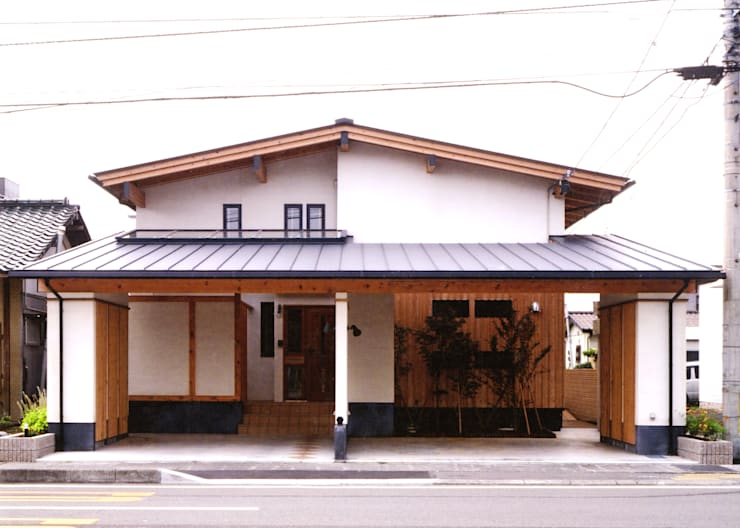 インナーガレージで分ける二世帯: T設計室一級建築士事務所/tsekkeiが手掛けた家です。