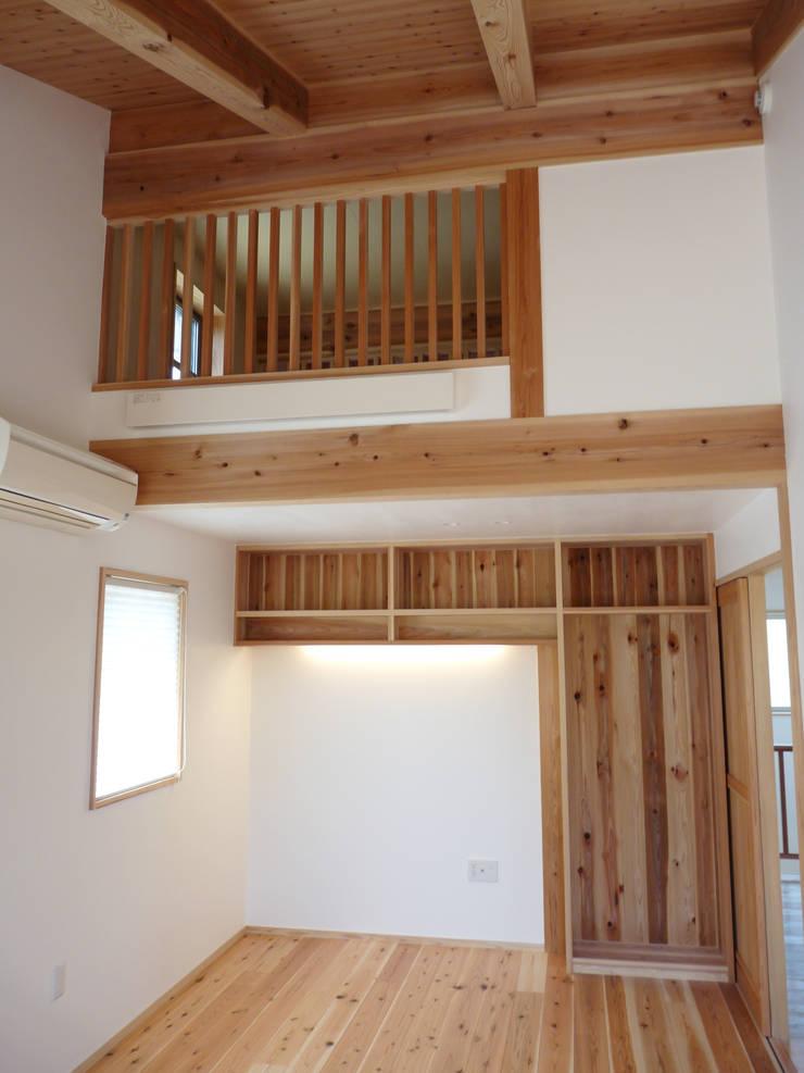 ロフトの風通り: T設計室一級建築士事務所/tsekkeiが手掛けた子供部屋です。