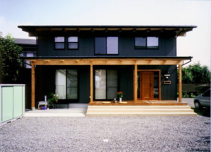 庭に開く、棟もち柱の家: T設計室一級建築士事務所/tsekkeiが手掛けた家です。,