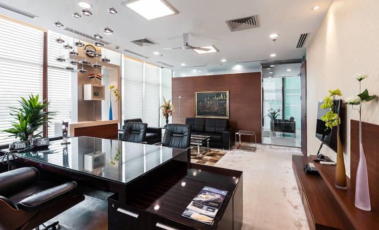 Marvel Office:  Living room by Kumar Moorthy & Associates,Modern