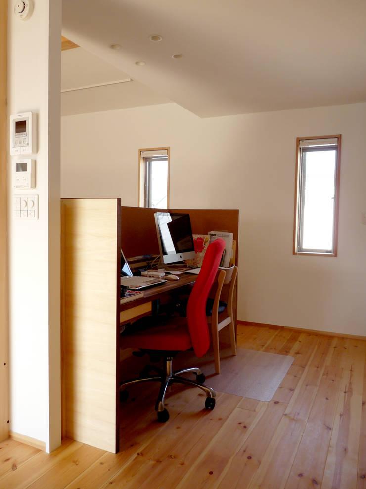 ドミノ住宅: T設計室一級建築士事務所/tsekkeiが手掛けた和室です。