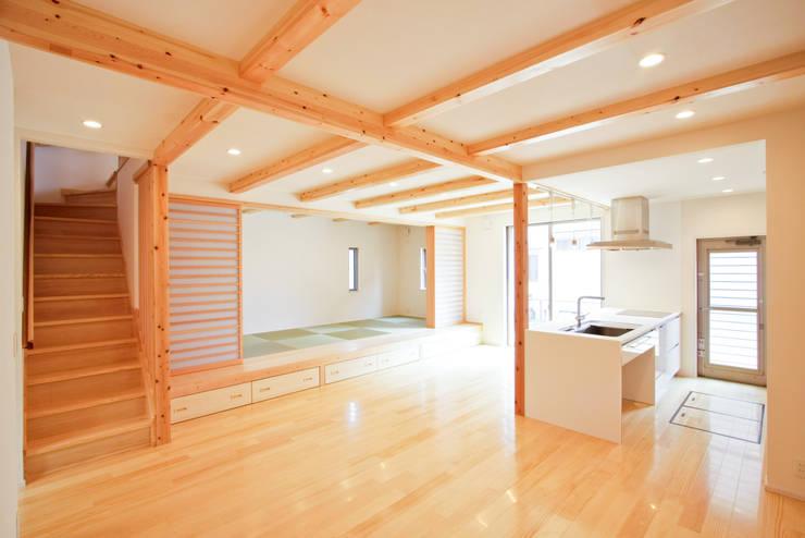 1階 キッチンを中心とした家族の居場所: Grand Ciel Design Officeが手掛けたダイニングです。