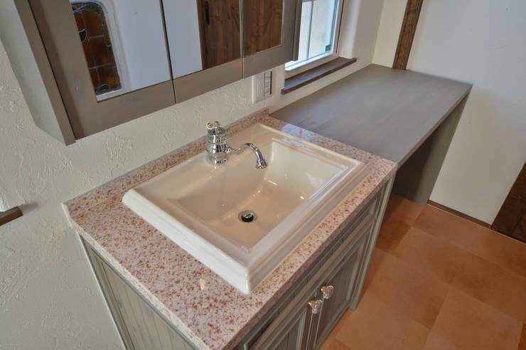 洗面所.*: 株式会社 盛匠が手掛けた浴室です。