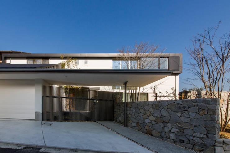 The House creates open land scape: Kenji Yanagawa Architect and Associatesが手掛けた家です。