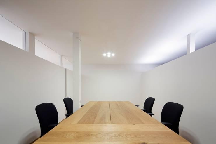 事務室: 株式会社 藤本高志建築設計事務所が手掛けたです。
