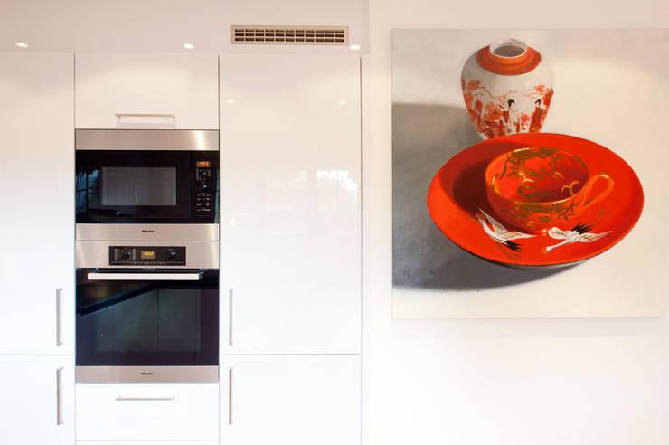 Canton De Vaud, Switzerland:  Kitchen by Ardesia Design
