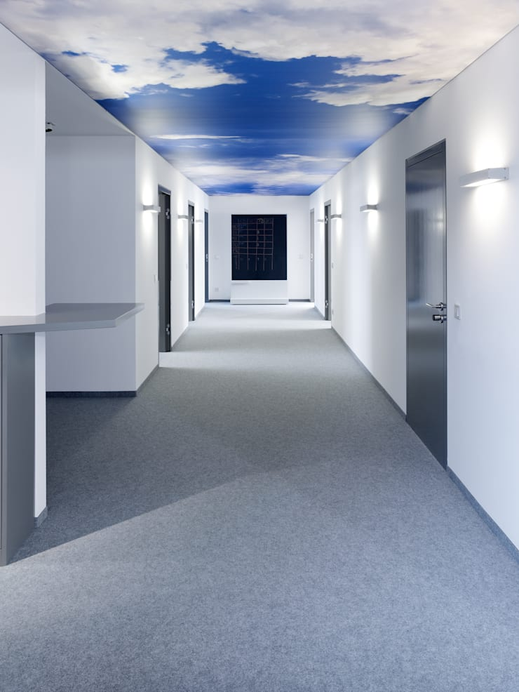Verwaltungs- und Veranstaltungsgebäude in Niederbayern:  Bürogebäude von camp - Innenarchitektur . Markenentwicklung,Landhaus