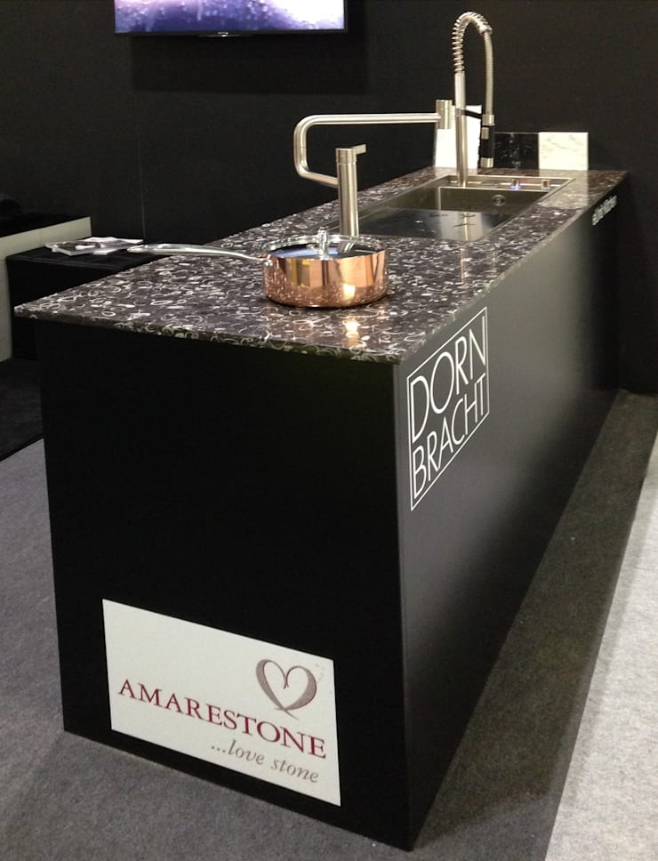 Occhio di Pavone marble worktop:  Kitchen by Amarestone