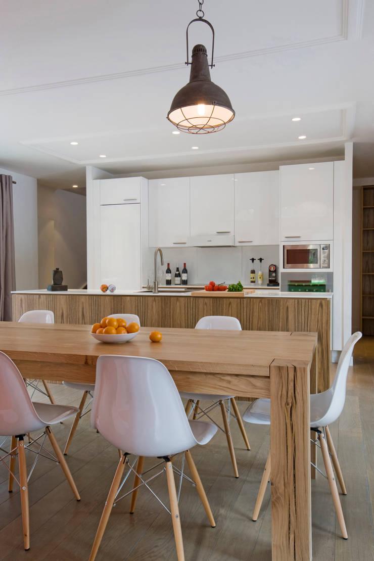 Maison ossature bois: Salle à manger de style  par blackStones