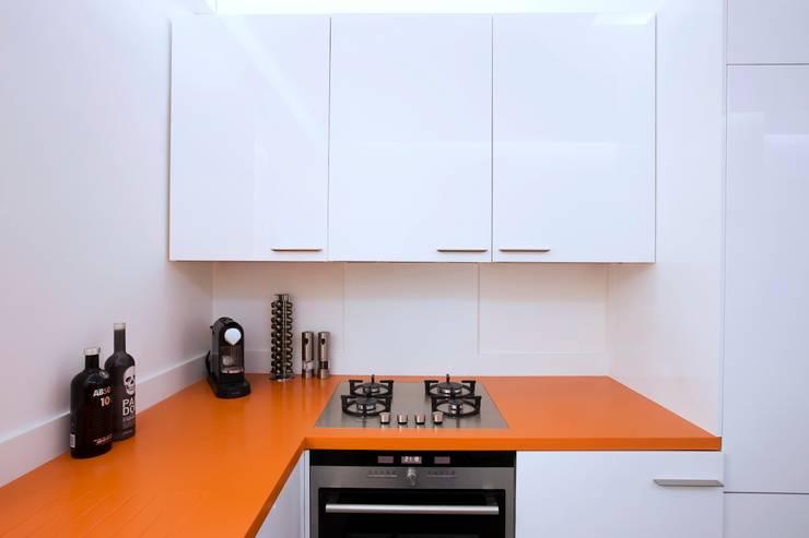 Appartement 140m²: Cuisine de style de style eclectique par blackStones