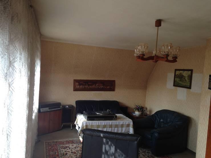 Modern style bedroom by HomeStagingDE Modern