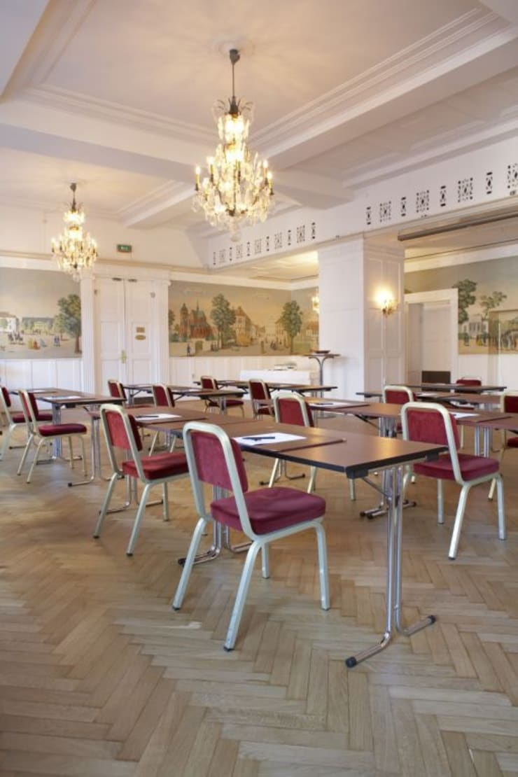 Elite Savoy Hotel, Sweden. : Paredes y suelos de estilo  de Bona