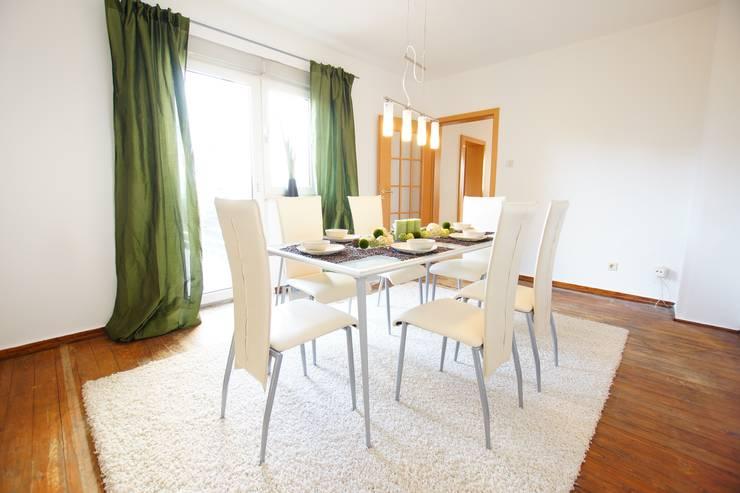 Salle à manger de style  par HomeStagingDE