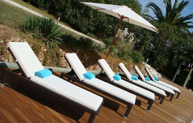 Poolside loungers:  Garden  by Lime Lace Eclectic Interiors