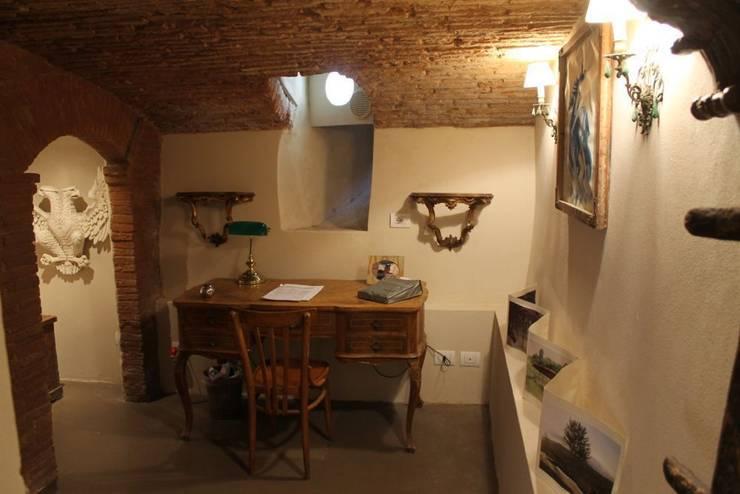 Abitazione in San Frediano, Firenze: Ingresso & Corridoio in stile  di Studio Tecnico Progettisti Associati Ing. Marani Marco & Arch. Dei Claudia