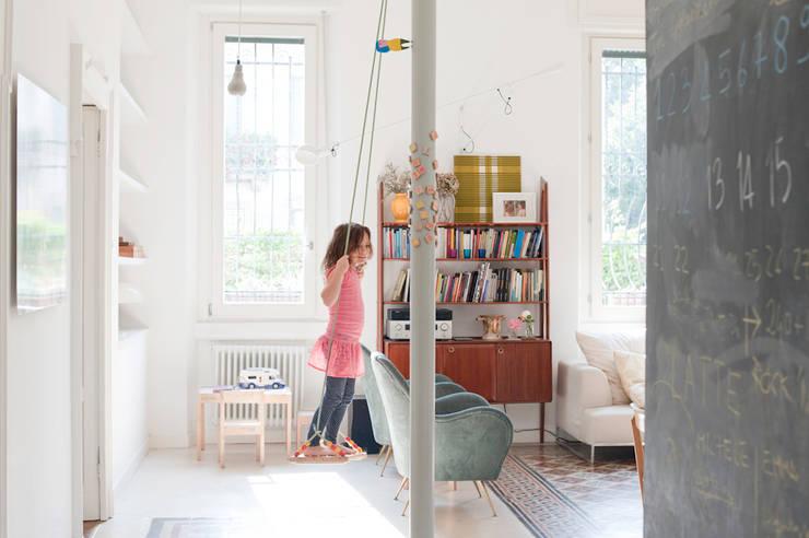 Salas de estar  por Elena e Francesco Colorni Architetti