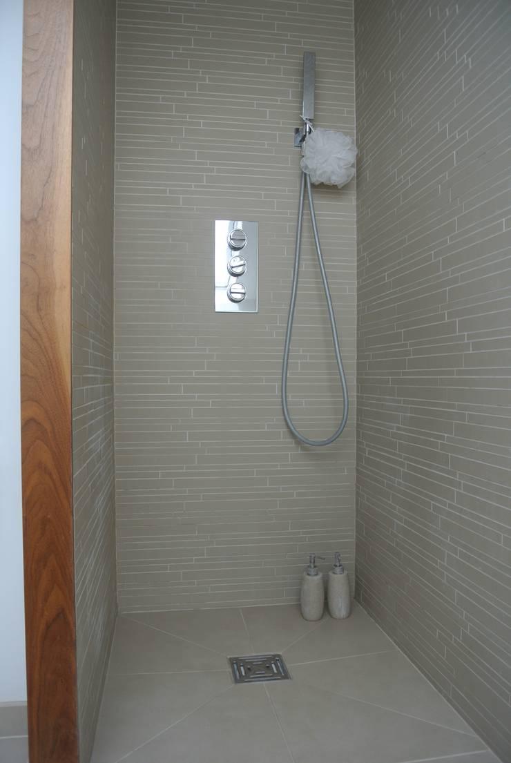 Shower Room:  Bathroom by STUDIO[01] LTD