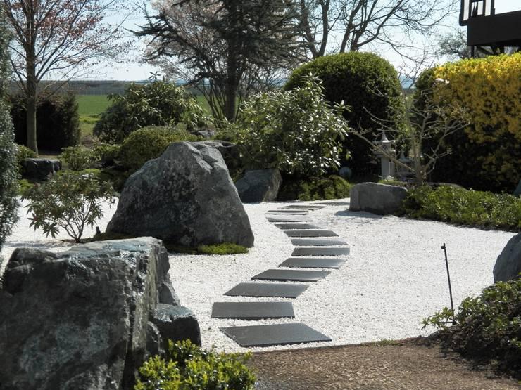 Jardines de estilo  por Kokeniwa Japanische Gartengestaltung