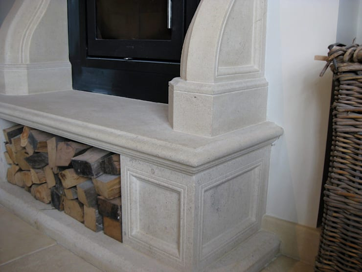 Traditional Cotswold Floor:  Walls & flooring by Trajan Stone